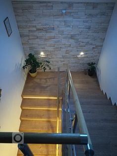 Fotka realizace | Bydlo.cz Staircase Interior Design, Home Stairs Design, Home Room Design, Home Interior Design, Tiled Staircase, Staircase Wall Decor, Modern Staircase, House Ceiling Design, House Front Design