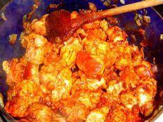 Jak udělat maďarský perkelt z vepřového masa | recept | jaktak.cz Cauliflower, Shrimp, Meat, Chicken, Vegetables, Food, Cauliflowers, Essen, Vegetable Recipes
