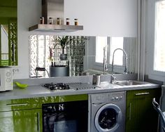 Mirror backsplash. Can I pull this off? I don't even know if it's worth the hassle. Can you imagine the fingerprints? I'd just call it a food splash.