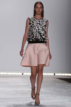 Monique Lhuillier RTW Spring 2015 - Slideshow - Runway, Fashion Week, Fashion Shows, Reviews and Fashion Images - WWD.com