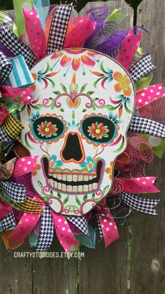 Day of the Dead Decorations, Day of The Dead Halloween, Day of the Dead wreath Tag der Toten Dekorat Halloween Mesh Wreaths, Halloween Signs, Diy Halloween Decorations, Deco Mesh Wreaths, Holidays Halloween, Halloween Crafts, Halloween Activities, Halloween 2020, Halloween Stuff