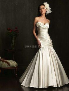 Sweetheart neckline taffeta dress