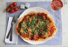 Jamie szerint a pizza nagyszerűsége az egyszerűségben rejlik. Nincs szükség rá, hogy túl sok mindennel megpakoljuk, mert akkor lesz a legfinomabb, ha kevés, de jó minőségű hozzávalókból dolgozunk. Minden étel esetében igaz, de a pizzánál és az olasz konyhánál különösen: ha van egy ízletes és kiváló alapanyagunk, akkor igyekezzünk azt nem elrontani és elfedni, hanem kiemelni az ételben. Ez a könyvben található pizza alaptészta recept beváltja a hozzá fűzött reményeket, és valóban az egyik…