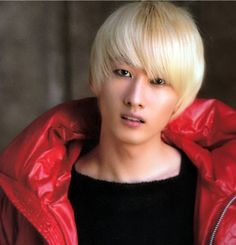 Lee Hyuk Jae (Eunhyuk from Super Junior) is one of the very few Asian guys who can pull off the Blond Look.