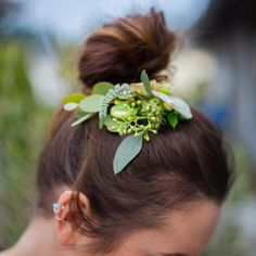 awesome vancouver florist Floral hair pieces are my absolute fav! I hope that this summer is the year of delicate hair pieces for weddings! :@r_petey #flowerhair #vancouverwa #vancouverwashington #heleborus #seededeucalyptus #bridalhair #bridalinspiration #topknot by @cynthiamercer  #vancouverflorist #vancouverflorist #vancouverwedding #vancouverweddingdosanddonts