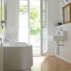 Nach dem Regen im Bad, wundervoller Sommerregen liegt in der Luft  #germaninteriorbloggers #interiordesign #interior123 #beischmasonnenzuhaus #bathroom #roomforinspo #silence