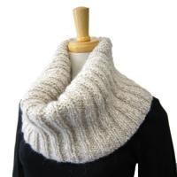スヌード Pullover, Sweaters, Fashion, Moda, Fashion Styles, Sweater, Fashion Illustrations, Sweatshirts, Pullover Sweaters