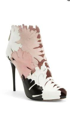 d93e7708ae26 Alexander Mcqueen Cutout Bootie Shoes Boots Ankle