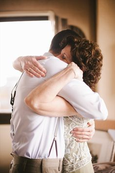 Groom + his mother (Michelle Gardella Photography)