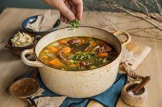 God gammeldags kjøttsuppe med rørt smør Creme Fraiche, Slow Food, Frisk, Chana Masala, Food And Drink, Stuffed Peppers, God, Baking, Ethnic Recipes