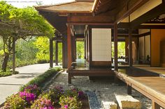 Japanese Home Design Japanese House Japanese Style House, Traditional Japanese House, Japanese Interior Design, Japanese Garden Design, Japanese Homes, Architecture Du Japon, Asian Architecture, Japan Architecture Modern, Japanese Buildings