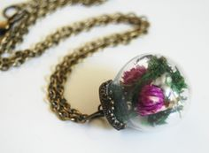 Mini Glass Globe Bottle Pendant Necklace with Dry Flowers- Brass Chain Vintage Jewelry, Handmade Jewelry, Glass Vials, Pretty Necklaces, Glass Globe, Brass Chain, Dried Flowers, Antique Brass, Gemstone Rings