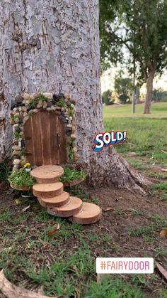 Fairy Garden Doors, Fairy Garden Furniture, Diy Fairy Garden, Fairy Doors On Trees, Diy Fairy Door, Fairy Crafts, Garden Crafts, Garden Projects, Fairy Tree Houses