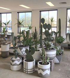 Paint Garden Pots, Painted Plant Pots, Painted Flower Pots, Concrete Crafts, Concrete Planters, Diy Planters, Cement Pots, House Plants Decor, Plant Decor