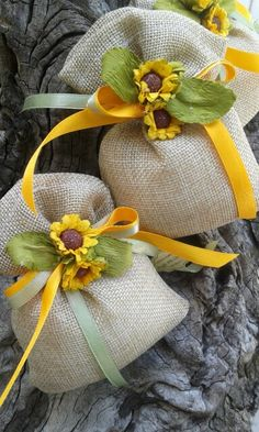 Desi Wedding Decor, Wedding Favors, Wedding Gifts, Jute Crafts, Diy And Crafts, Sachet Bags, Wedding Wine Glasses, Chocolate Bouquet, Candy Bags