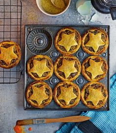 Yummy...gonna have to make a batch of these this weekend...date-and-apple-mince-pies