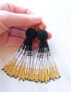Beaded ombre tassel earrings - Luxury Fringe Earrings - Long Tassle earrings - Statement seed beads earrings - black, white and gold earring Seed Bead Jewelry, Bead Jewellery, Seed Bead Earrings, Simple Earrings, Beaded Earrings, Earrings Handmade, Beaded Jewelry, Seed Beads, Bohemian Jewelry