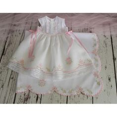 Baby dresses and shoes Angel Gowns, Baby Sewing Projects, Baby Gown, Christening Gowns, Heirloom Sewing, Little Girl Dresses, Kind Mode, Doll Clothes, Kids Outfits