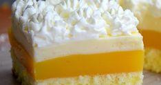 Zutaten: Für den Teig: -4 Eier -8 EL heißes Wasser -200 g Zucker -200 g Mehl Für die Orangenschicht: -1 l Fanta oder Orangensa...