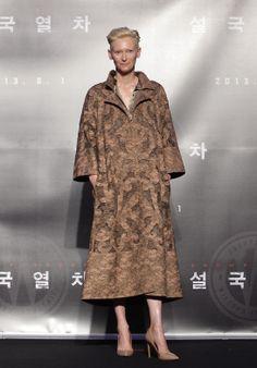 Tilda Swinton en Valentino haute couture automne-hiver 2013-2014