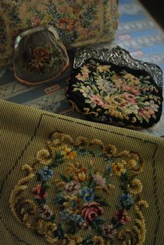 petit point & needle point purse Embroidery Patterns Free, Purse Patterns, Beaded Purses, Beaded Bags, Vintage Purses, Vintage Handbags, Frame Purse, Carpet Bag, Needlepoint Pillows