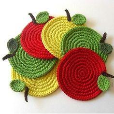 Traditional crochet crafts with a twist of modern - by Mari Martin. Diy Crochet Flowers, Crochet Fruit, Crochet Diy, Crochet Food, Crochet Kitchen, Crochet Crafts, Crochet Projects, Stitch Crochet, Crochet Potholder Patterns