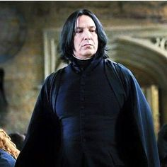 Alan Rickman como Severus Snape   https://www.facebook.com/AlanRickmanfansbr/
