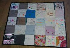 Klassevlag gemaakt voor de klas van mijn zoon van lapjes die de leerlingen versierd hadden. Wordt gebruikt als aanmoediging tijdens de zeskamp en komt de rest van het jaar in de klas te hangen.