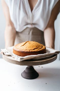 Vegan olive oil and orange cake with figs and honey