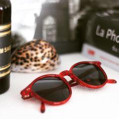 Solaire Pantos Paris | Cristal Red | #optiqueisambert #Lunettesdesoleil #pantosparis #madeinfrance Paris, Eyewear, Sunglasses, Handmade, Vintage, Instagram, Crystal, Solar, Montmartre Paris