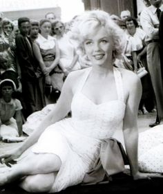 ❤ Marilyn Monroe ~*❥*~❤ at Grauman's Chinese Theater ~ 1953
