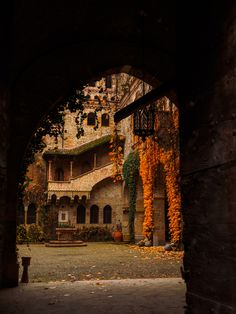 autumn courtyard at the castle of grazzano visconti, piacenza italy 🇮🇹 Magic Places, Places To Visit, Siena Toscana, Hawke Dragon Age, Wanderlust, Autumn Aesthetic, Best Seasons, Architecture, The Good Place