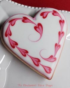 Can there be anything more special for Valentine's Day than some adorable Valentines Day cookies? From heart shaped cookies to XOXO Cookies & Cookies Cupcake, Valentine's Day Sugar Cookies, Fancy Cookies, Iced Cookies, Cute Cookies, Royal Icing Cookies, Cookies Et Biscuits, Iced Biscuits, Cheesecake Cookies