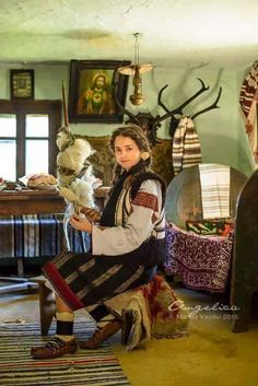 Slavic girl on home So innocent Romanian Girls, Folk Embroidery, Embroidery Designs, Kids Around The World, Bucharest Romania, Weaving Projects, Cool Countries, Europe, Ancient Art