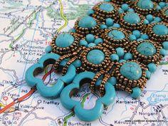 my version  of Lucila's bracelet based on an Amparo Santos pattern