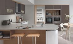 Tomba's subtly thicker door and sloped top edge, offers a premium yet refined take on a true handleless kitchen. Handleless Kitchen, Kitchen Worktops, Granite Kitchen, Kitchen Laminate, Kitchen Wood, German Kitchen, Bespoke Kitchens, Fitted Kitchens, Kitchen Views