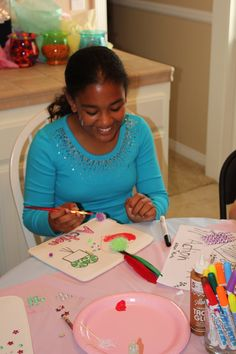 Great idea for a girls' slumber party. Each girl gets to decorate a handbag (or lunch bag or iPad sleeve) and then get to take it home. It's a great activity for them to show their creativity and the party favors are taken care of! Pack includes fabric markers to spark their creativity! #girlspartyideas