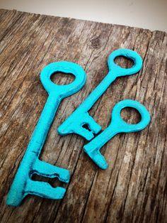 BOLD set of rustic jailor skeleton keys // nautical seaside aqua blue // shabby beach cottage chic // vintage inspired