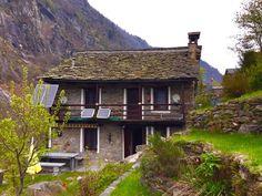 Peccia: Sehr idyllisch gelegenes 3.5 Zr. Rustico oberhalb Peccia mit schönem Blick ins Tal. Hotels, Cabin, House Styles, Home Decor, Duplex House, Condominium, Villas, Real Estates, Decoration Home