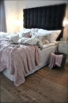 My favourite kind of bedroom, cozy with lots of different textures