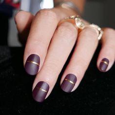 Стилисты назвали этот тренд в маникюре самым главным для наступающей осени. Не сомневайся, он подойдет тебе вне зависимости от того, какова от природы твоя форма ногтя и какие оттенки лака ты предпочитаешь!