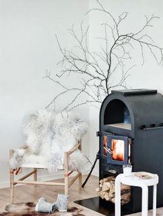 Beautiful Scandinavian Fireplace For Your Home Decor 41 Scandinavian Fireplace, Scandinavian Interior, Cosy Interior, Interior Styling, Winter Home Decor, Winter House, Home Fireplace, Fireplaces, Fireplace Heater