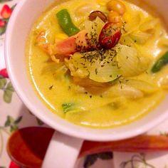 今日は特に寒かったので、 ニンニクを入れた豆乳カレースープにしました! 豆と野菜とキノコでかさ増し& 身体の芯から温まるスープに✨ - 34件のもぐもぐ - 具沢山!お豆と野菜の豆乳カレースープ by satomi330