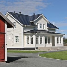 Finnbergien unelmatalo / Finnbergs drömhus #teritalot #terihus #unelmatalo #drömhus #talopaketti Roof Design, House Design, Cabins In The Woods, Exterior Colors, Home Fashion, Country Style, My House, House Plans, Sweet Home