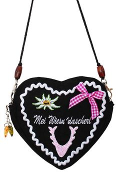 What a darling, heart shaped tracht purse. #purse #tracht