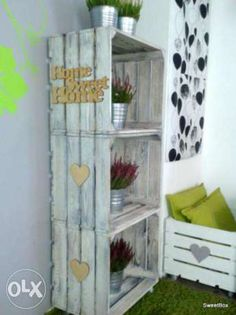 Regał z bielonych drewnianych skrzynek na kółkach-napis pesonalizacja Niegów - image 1