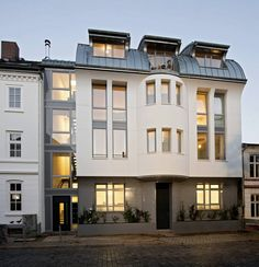 Köhler Architekten skilfully integrated a new building with a classical facade in the historic district of Ottensen, in Hamburg, Germany. #freshome