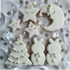 Chocolate biscuits with caramel fondant heart - HQ Recipes Christmas Sugar Cookies, Christmas Cupcakes, Christmas Desserts, Christmas Treats, Christmas Baking, Gingerbread Cookies, Christmas Star, White Christmas, Galletas Cookies