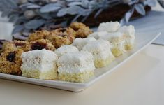 Prajitura Raffaello Krispie Treats, Rice Krispies, Coco, Cookies, Desserts, Recipes, Pies, Food, Beverages