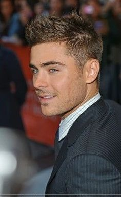 Zac Efron: i have loved this man since high school musical. and in everything I see him, he never disappoints one of my favorite actors and i love him! Look Man, Boy Cuts, Haircuts For Men, Teenage Boy Hairstyles, Guy Hairstyles, Attractive Men, Cute Guys, Celebrity Crush, Gorgeous Men